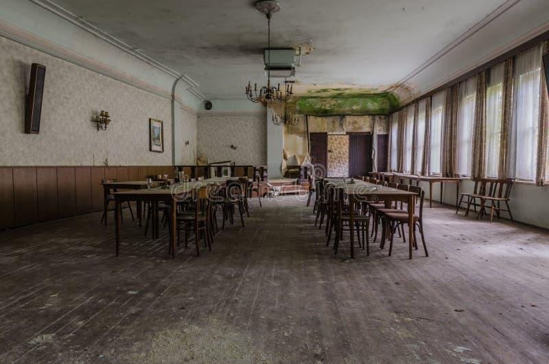 Houten balzaal in een herberg royalty-vrije stock fotografie