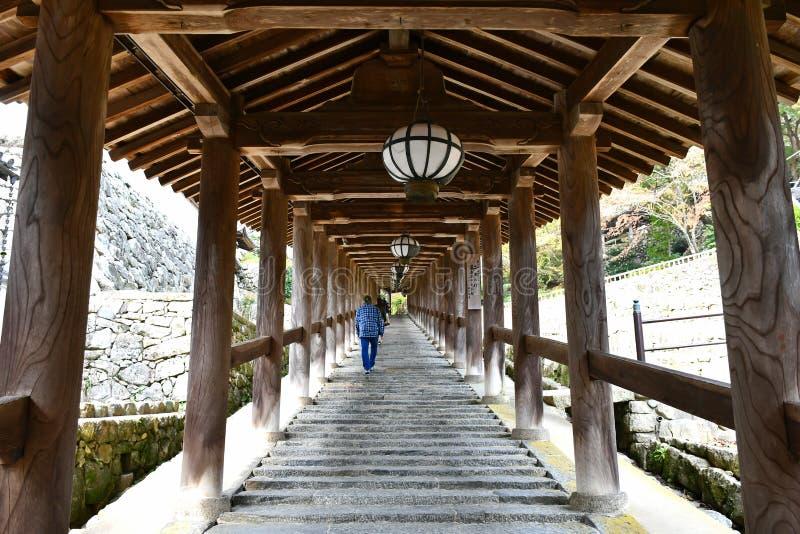 Houten Behandelde Gang van Hasedera-Tempel, Nara stock afbeelding