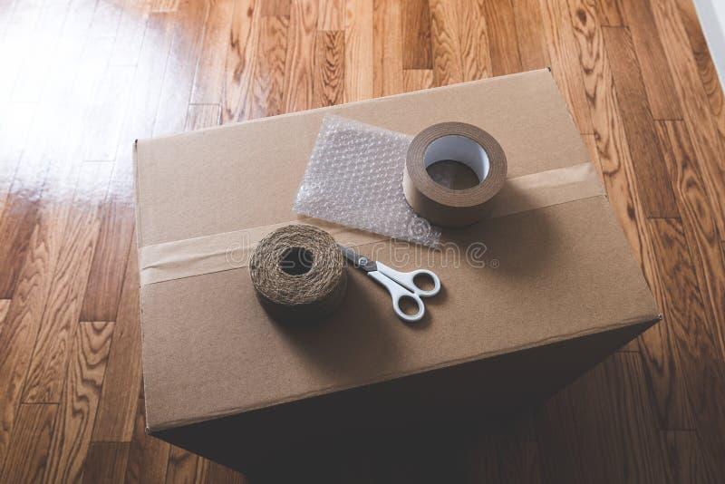 Houten bevloering en het Voorbereidingen treffen voor zich het bewegen stock fotografie