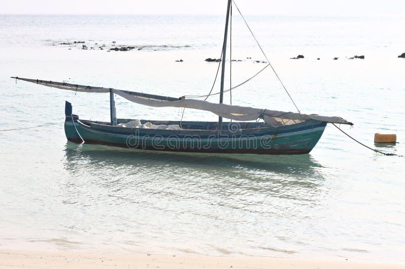houten boot in de oever stock fotografie