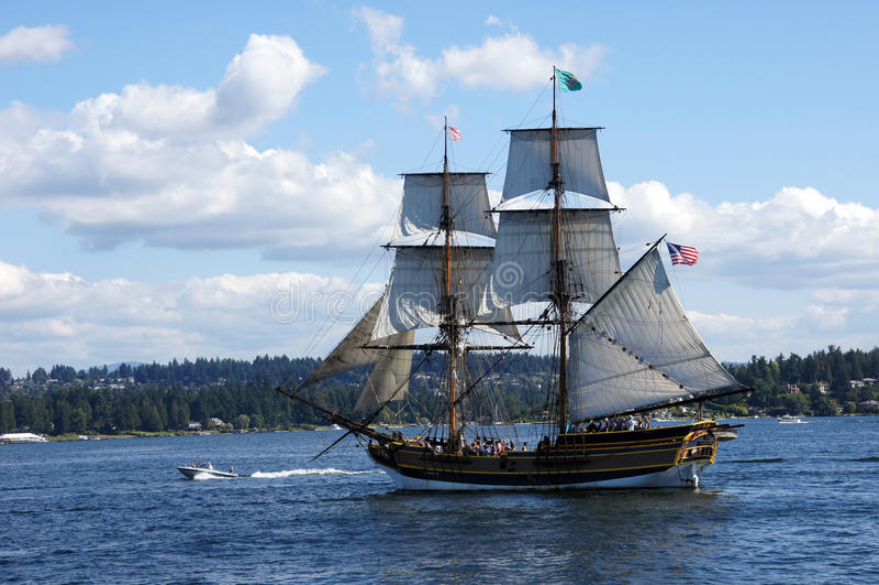Houten brig, Dame Washington, zeilen op Meer Washington stock foto's