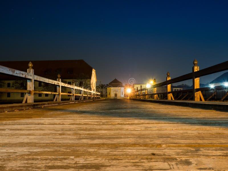 Houten brug in vesting van 18de eeuw in Slavonski Brod, Kroatië royalty-vrije stock foto