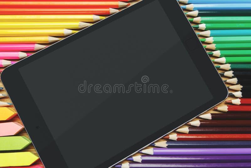 Houten Desktop met tablet en levering stock fotografie
