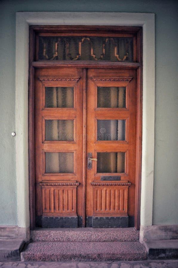Houten deur in Å mål stock foto's