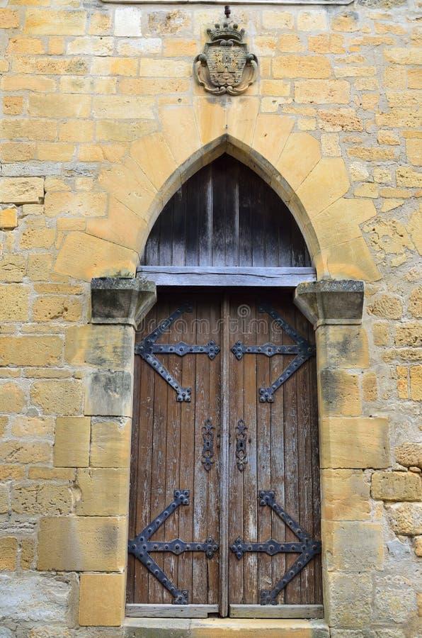 Houten deur in het middeleeuwse huis royalty-vrije stock fotografie