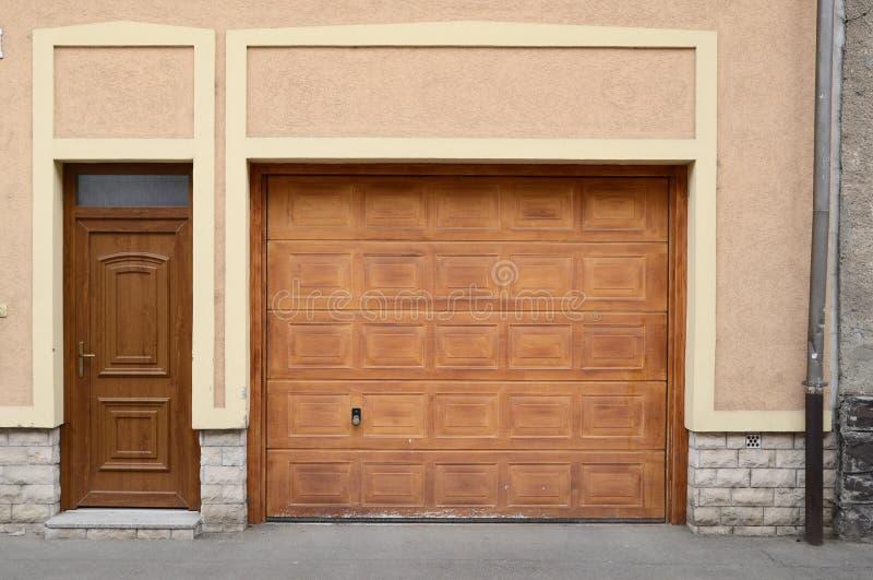houten deur voor auto stock afbeeldingen