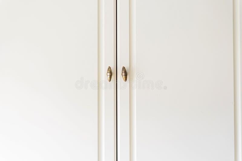 Houten deuren van de close-up de witte kast stock foto's