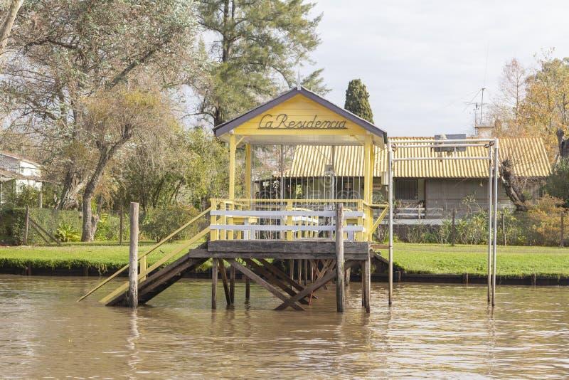 Houten die dok van boot in Delta del Parana wordt gezien, Tigre Buenos aires Argentinië royalty-vrije stock foto's