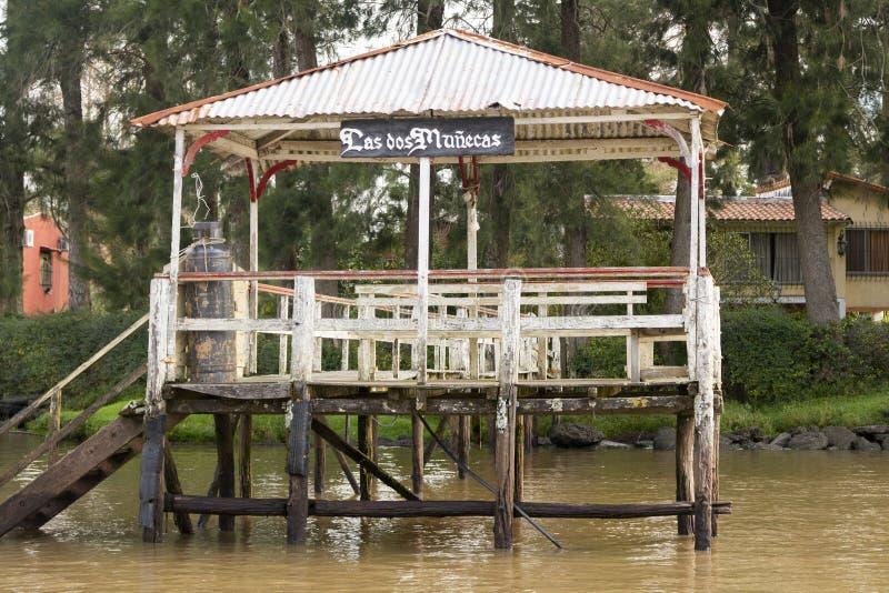 Houten die dok van boot in Delta del Parana wordt gezien, Tigre Buenos aires Argentinië royalty-vrije stock afbeelding