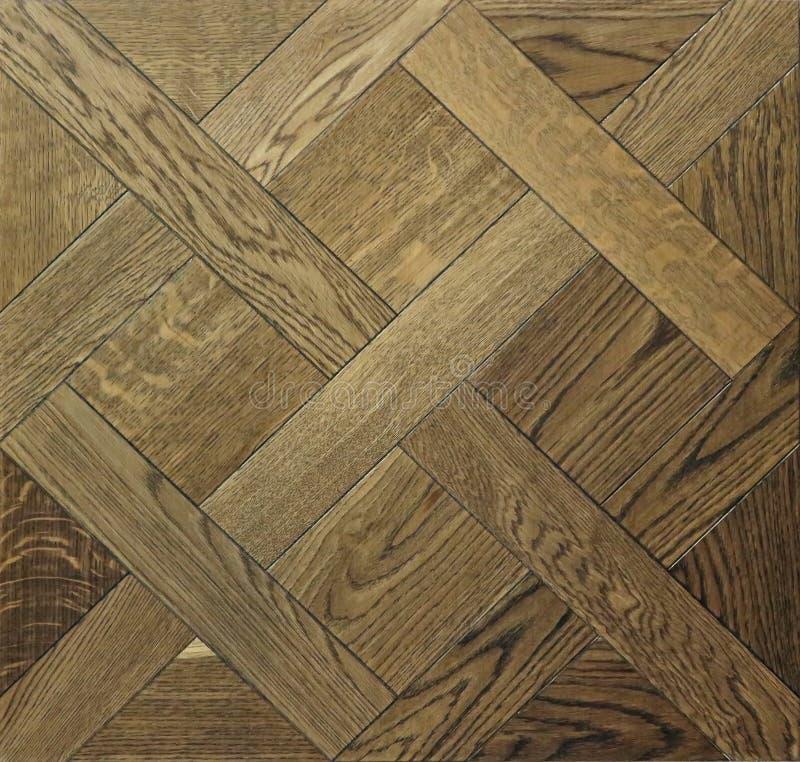 Houten die parketvloer met tegels in geometrische vorm worden geschikt stock fotografie