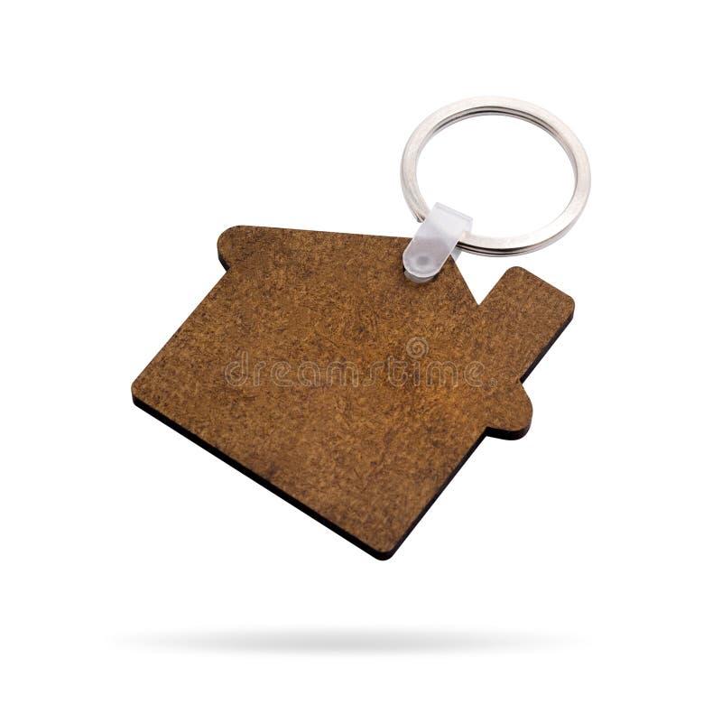 Houten die sleutelring op witte achtergrond wordt ge?soleerd Zeer belangrijke ketting voor uw ontwerp r Huisvorm stock afbeeldingen