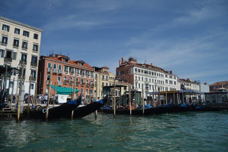 Houten Gondel Pier Takes From een Gondel op het Overzees in Venetië Reis, Vakantie, Architectuur 29 maart, 2015 Venetië, Veneto stock afbeelding