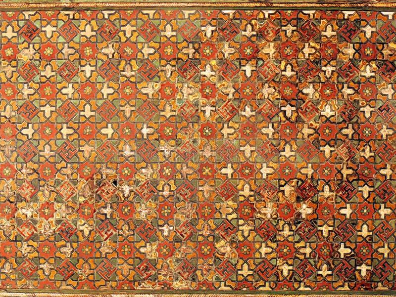Houten gravure gekleurde plafond geometrische mozaïeken in Isphahan stock afbeelding