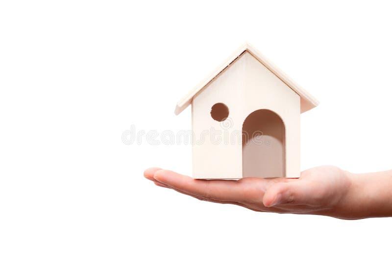 Houten het huis van de handholding geïsoleerd op witte achtergrond royalty-vrije stock foto's