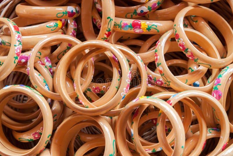 Houten het schilderen armband royalty-vrije stock fotografie