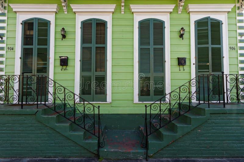 Houten huis in het Franse Kwart van New Orleans stock afbeelding