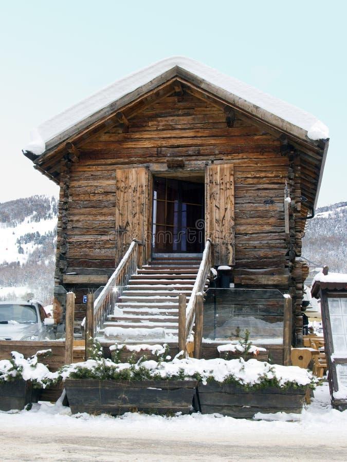 Houten Hut met sneeuw royalty-vrije stock afbeeldingen
