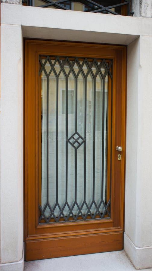 Bruine houten deur stock foto's