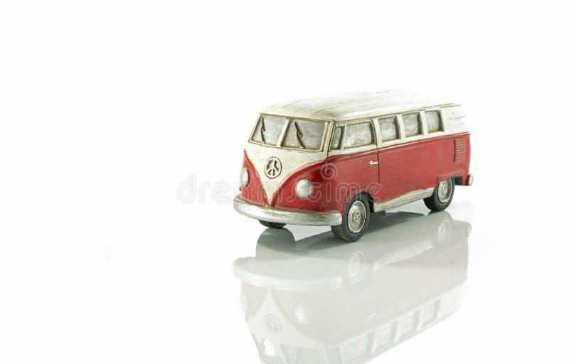 Houten kampeerauto modelauto stock afbeelding