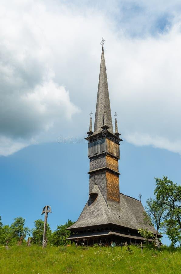 Houten kerk in Surdesti, Maramures, Roemenië royalty-vrije stock foto's