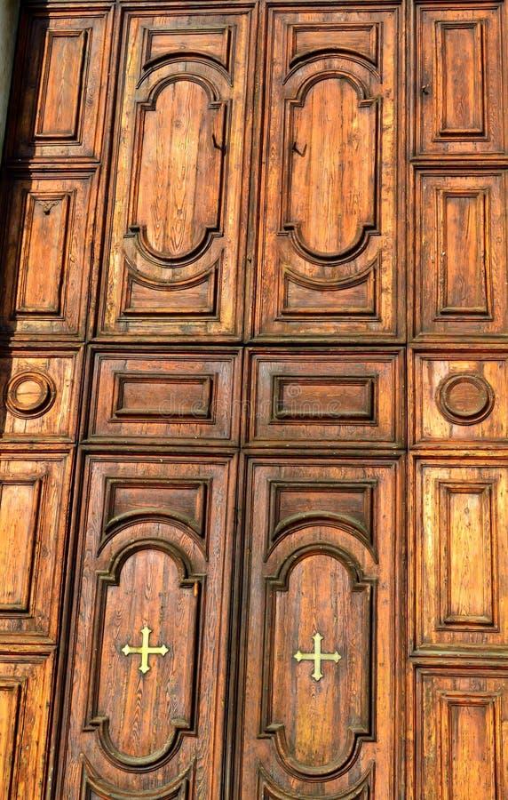 Houten kerkdeur Venetië stock afbeeldingen