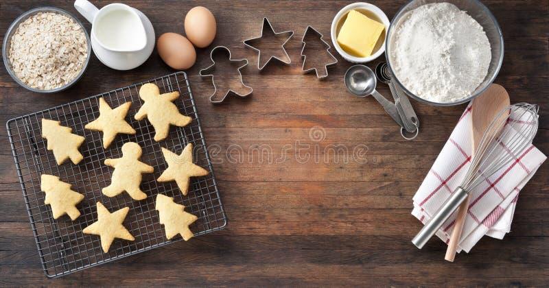 Houten Kerstmiskoekjes die Banner bakken stock afbeelding