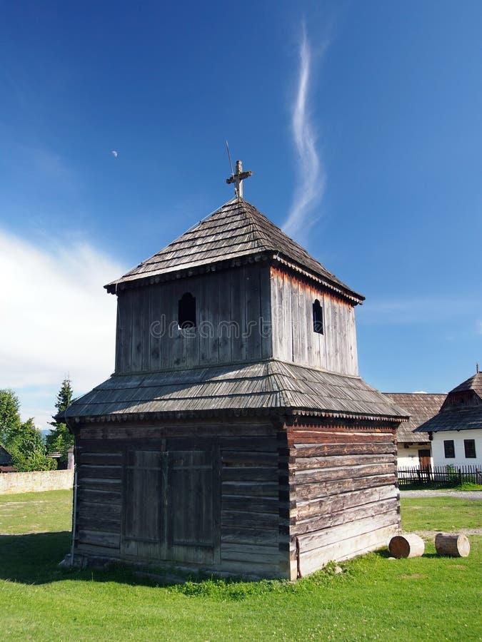 Houten klokketoren in Pribylina, Slowakije stock fotografie