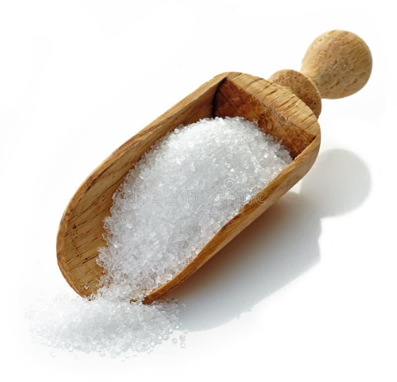 Houten lepel met witte suiker stock fotografie