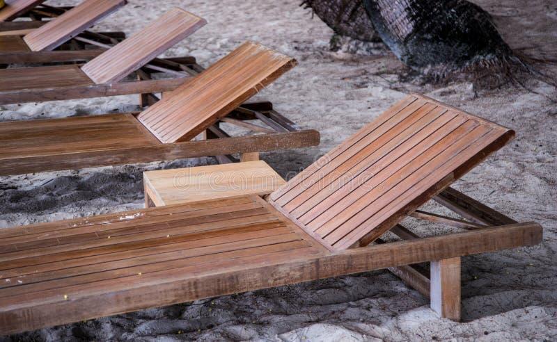 Top download houten ligstoel stock foto afbeelding for Ligstoel buiten
