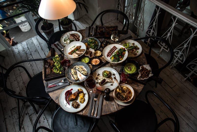 Houten lijst met voedsel, hoogste mening royalty-vrije stock afbeeldingen