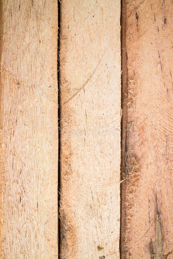Houten logboek voor de achtergrond van bouwgebouwen stock foto's