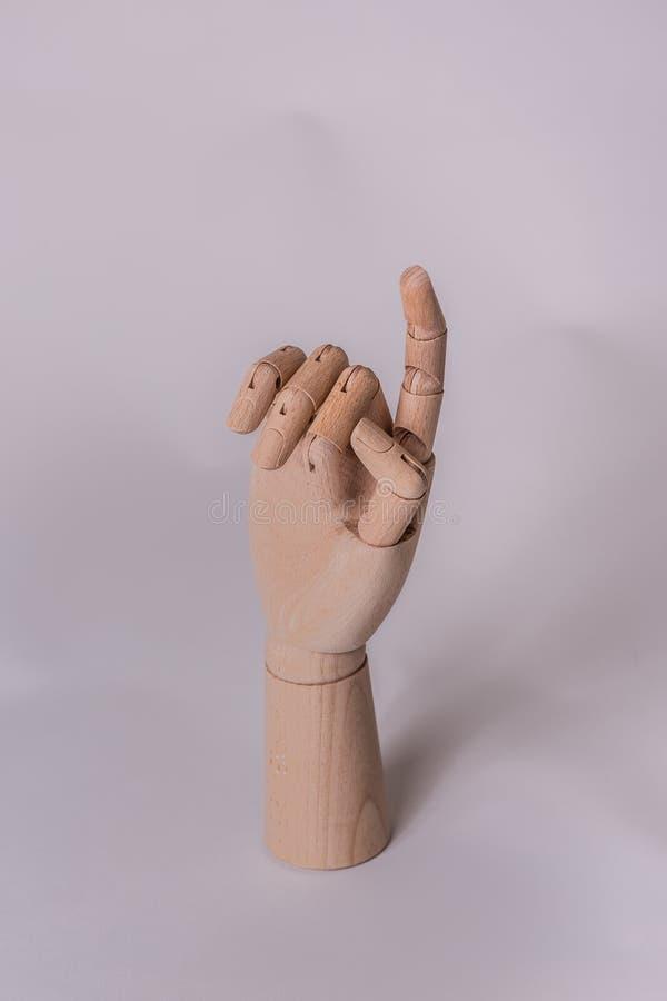 Houten mannequinhand die vinger benadrukken om de aandacht van iemand te krijgen royalty-vrije stock fotografie