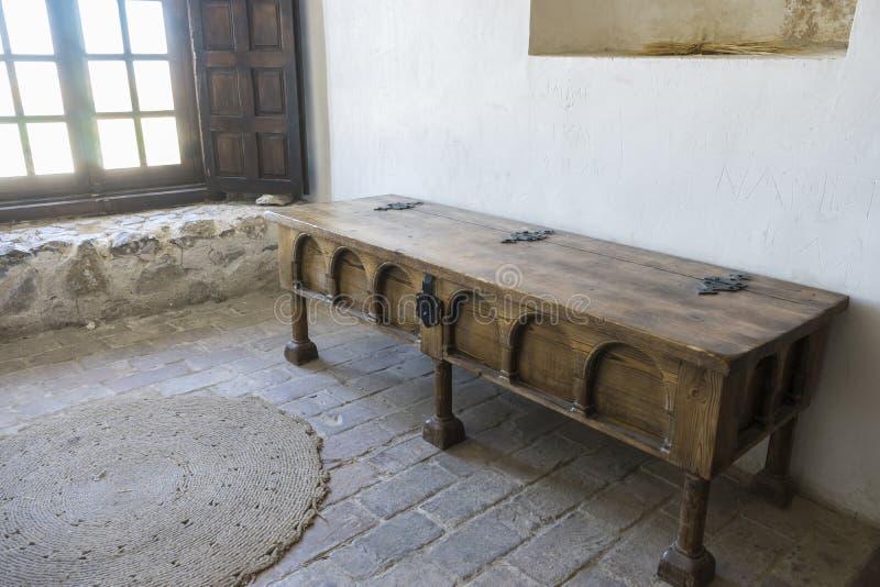 Houten meubilair, Binnenlands van het middeleeuwse kasteel van de stad van royalty-vrije stock foto