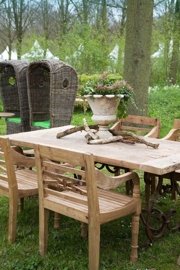 Houten meubilair in park royalty-vrije stock fotografie