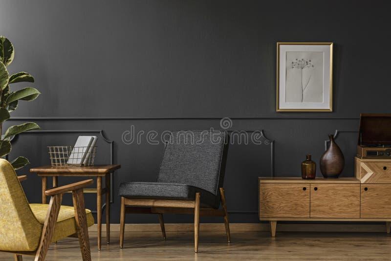 Houten meubilair in uitstekende ruimte royalty-vrije stock foto