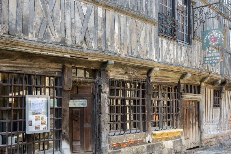 Houten museum de stad in in middeleeuwse stad Honfleur in Normandië, Frankrijk stock foto's