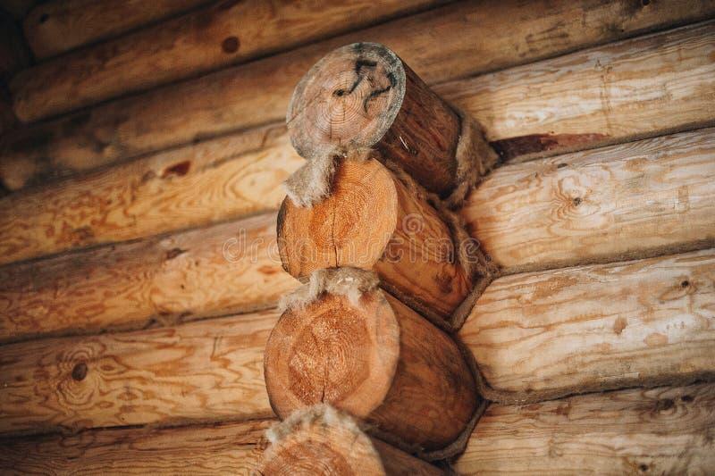 Houten muur van logboeken stock foto