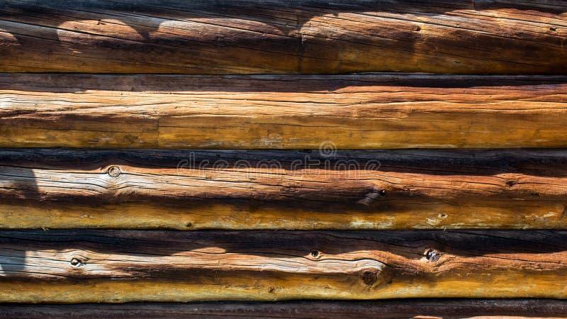 Houten muur van logboeken Houten achtergrond Achtergrond van houten logboeken royalty-vrije stock fotografie