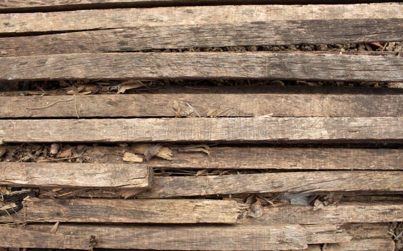 Houten natuurlijke bruine achtergrond met littekens en patronen Houten latjes Gebrande boom royalty-vrije stock afbeelding