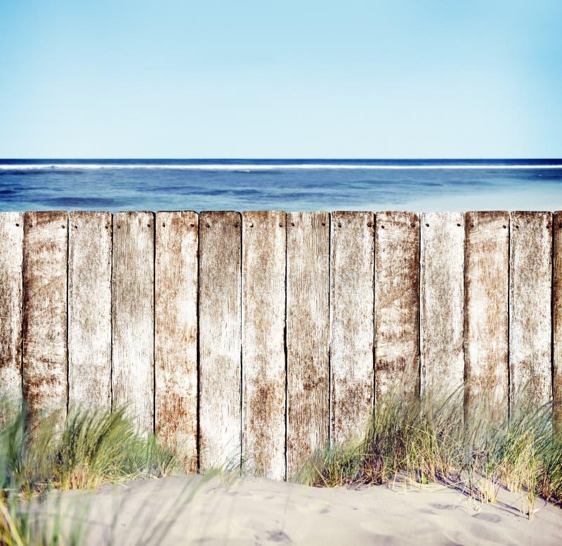 Houten Omheining met Oceaanmening stock foto's