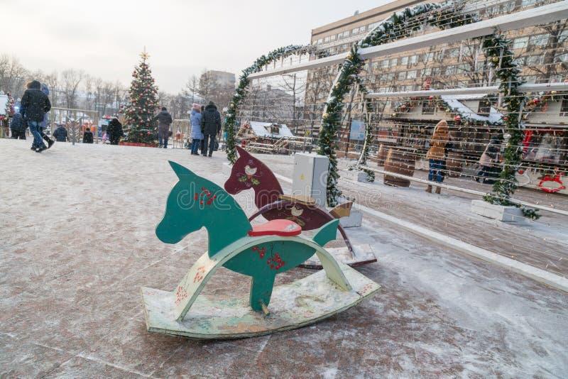 Houten paarden op Pushkin-Vierkant stock afbeeldingen