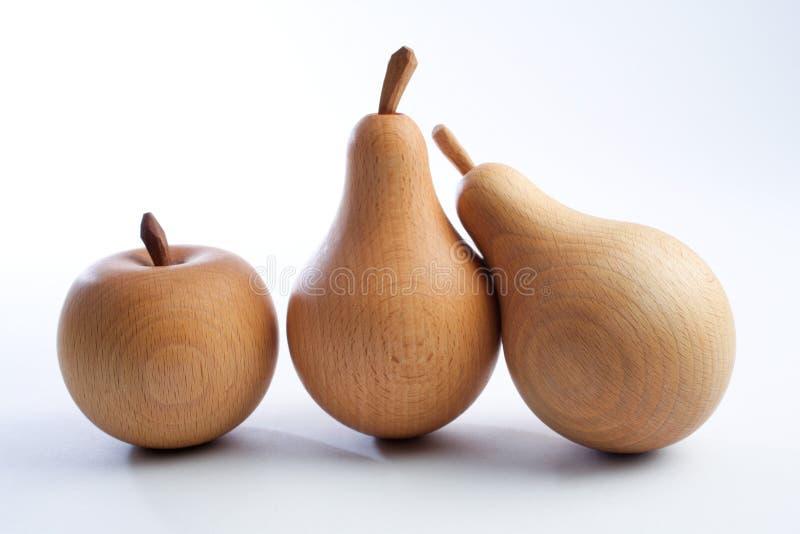 Houten peren met een appel stock afbeeldingen