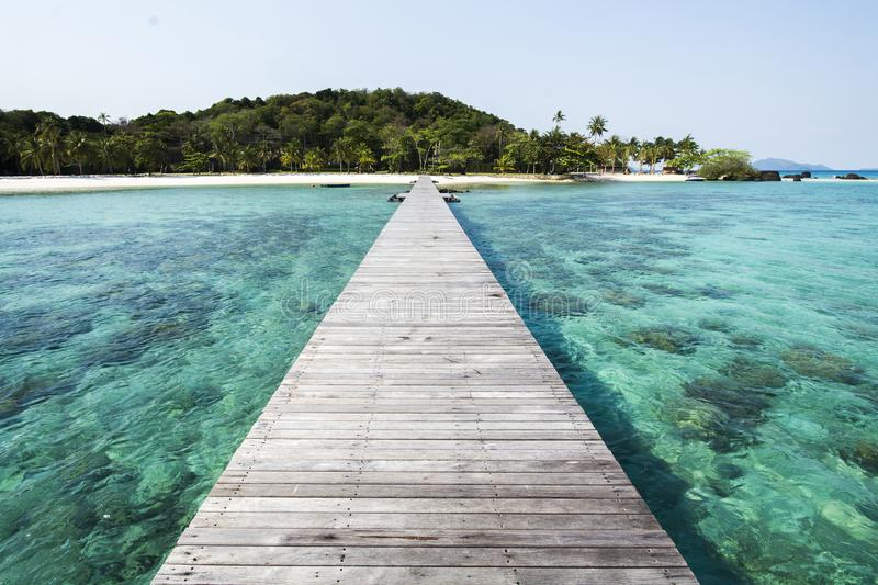 Houten pijler bij eiland int. Thailand royalty-vrije stock fotografie