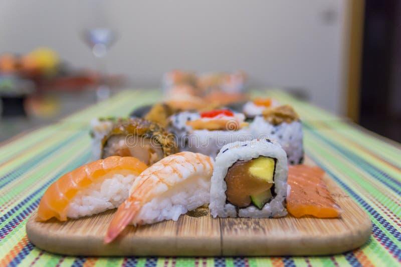 Houten raad met sushi royalty-vrije stock fotografie