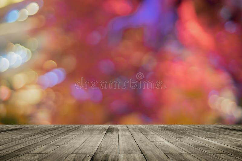 Houten raads lege lijst voor kleurrijke vage achtergrond Perspectief bruin hout over bokehlicht stock foto
