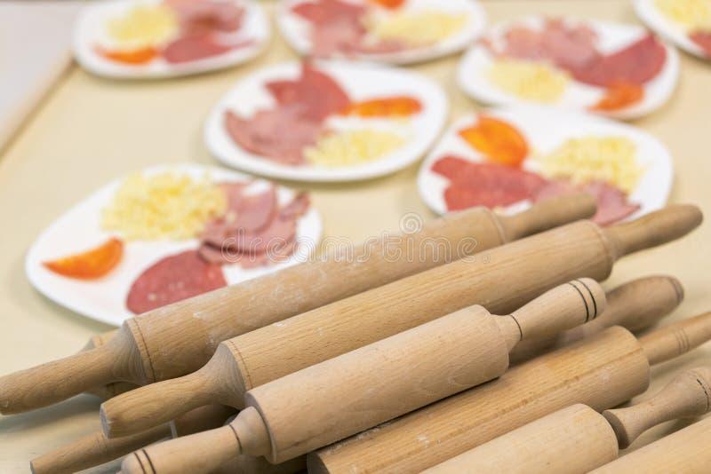 Houten rotsstoel voor roldeeg Pizza Cooking Concept royalty-vrije stock afbeelding