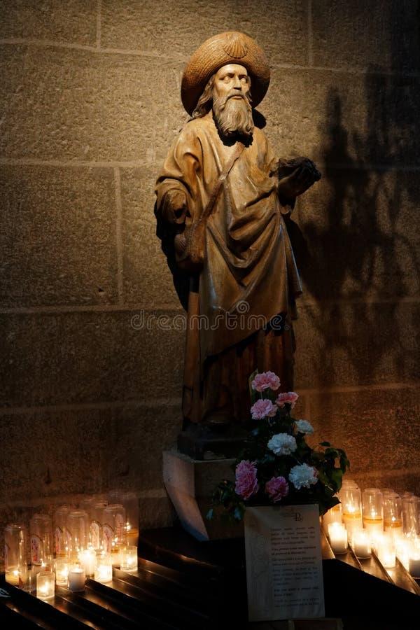 Houten standbeeld st-James in de Kathedraal van Puy-en-Velay stock fotografie