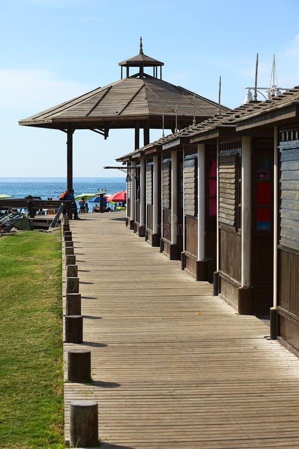 Houten Stoep op Cavancha-Strand in Iquique, Chili stock foto's