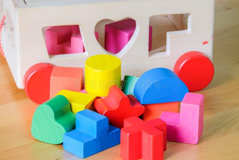 Houten stuk speelgoed bouwstenen stock afbeeldingen