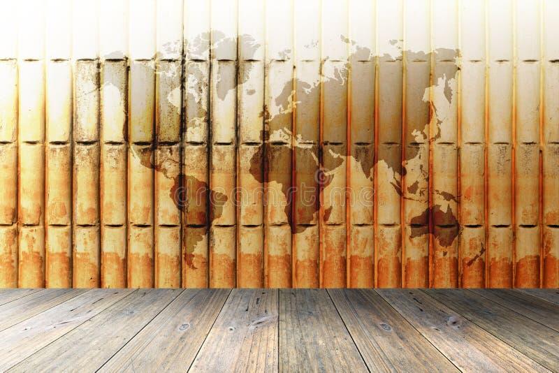 Houten terras en bakstenen muur met wereldkaart stock afbeeldingen